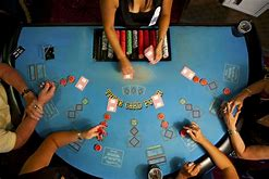 how to play poker games in casino